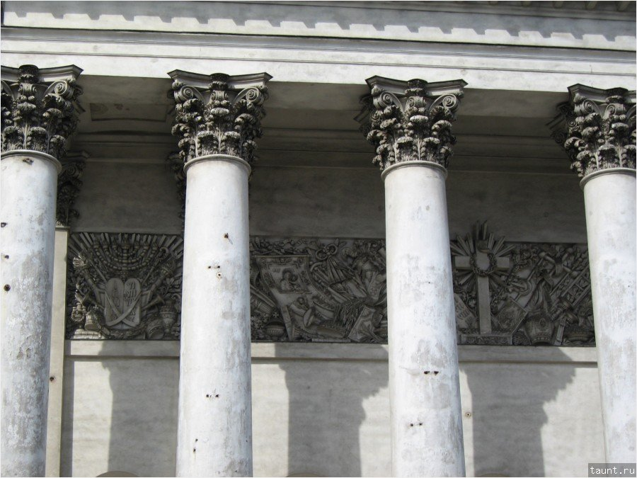 Колонны Измайловского собора