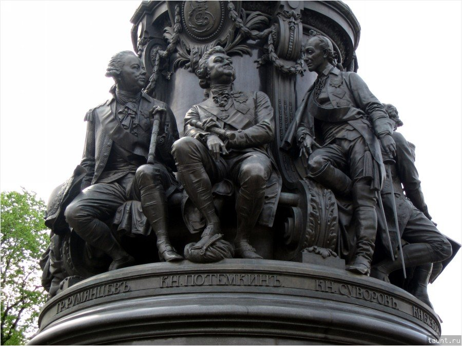 Постамент памятника Екатерине II