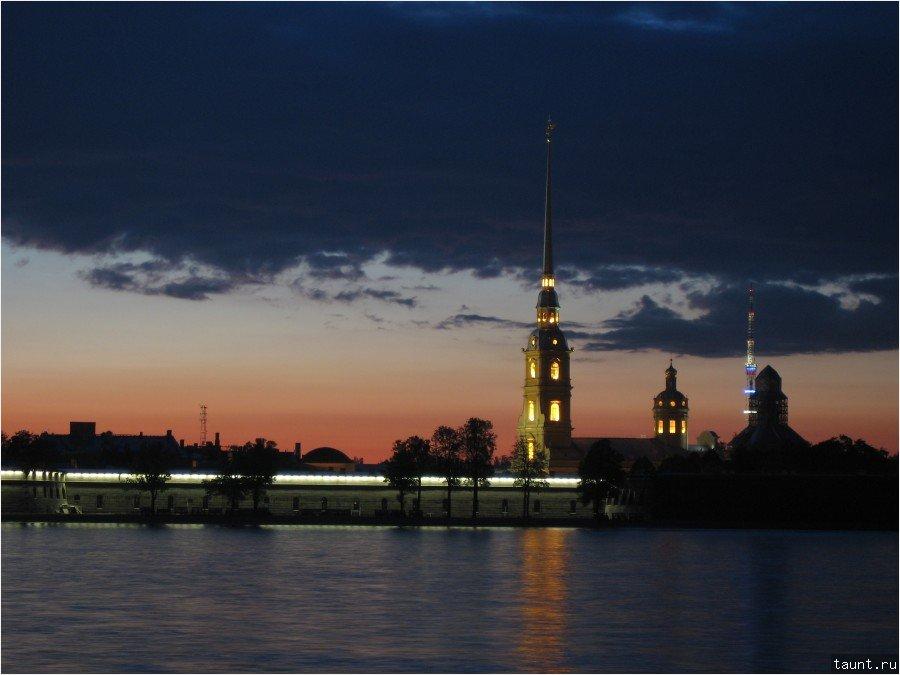 Петропавловка ночью