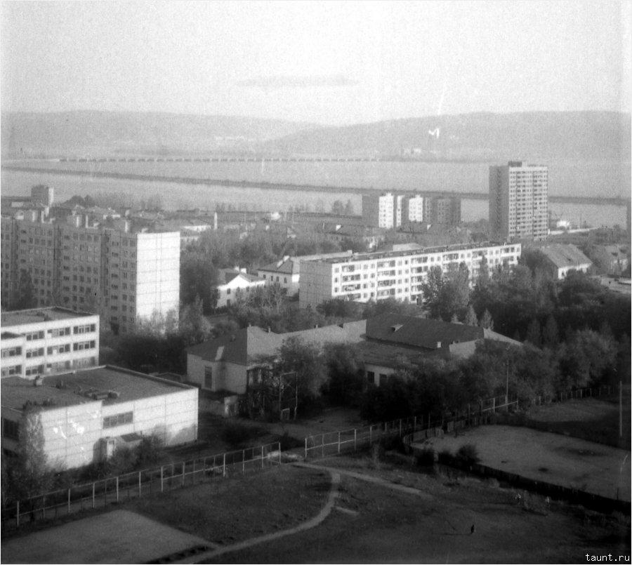 Волга вдалеке