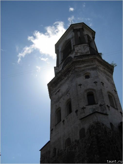 Часовая башня (вид снизу)