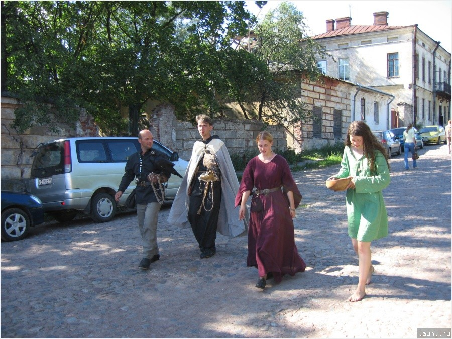 http://taunt.ru/blog/TaunT/1029/Ptici_i_bosaya_devushka_1-900.jpg