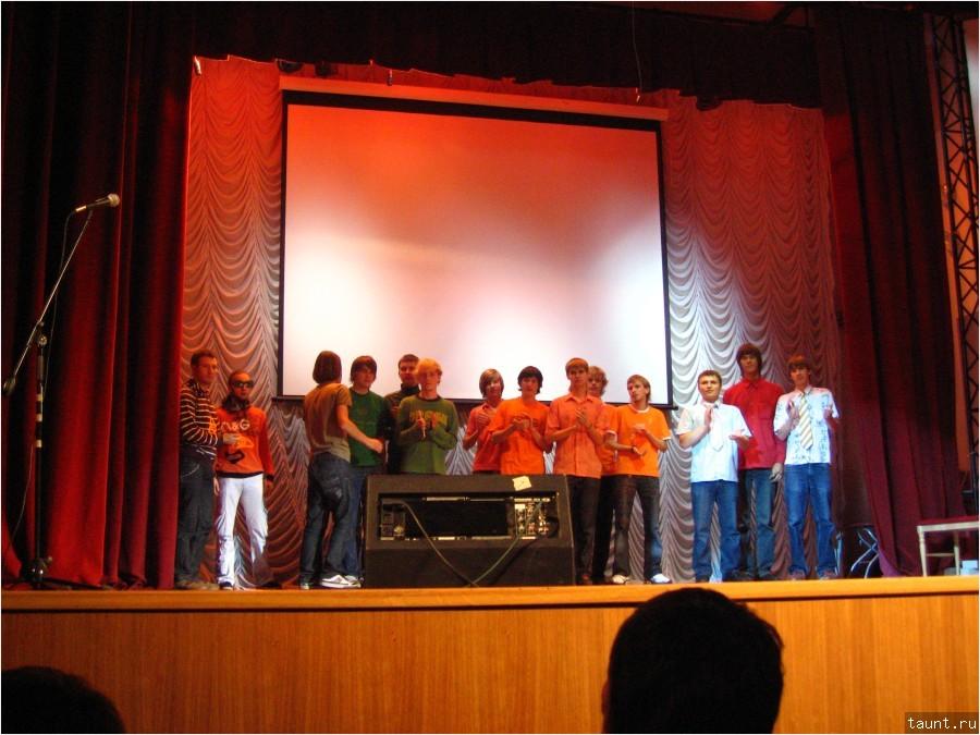 Команды на сцене