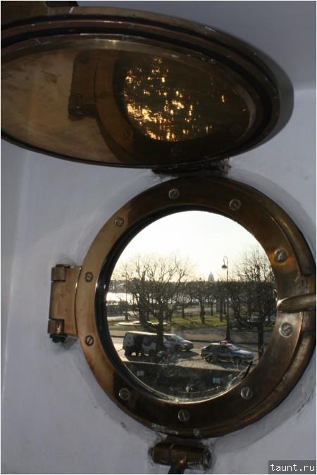 Вид на Петровскую набережную