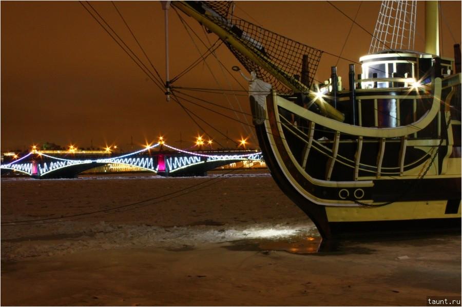 Троицкий мост и парусник