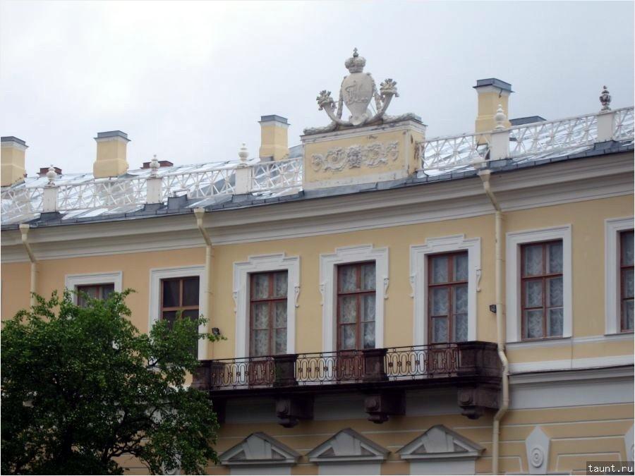 Вензель на крыше
