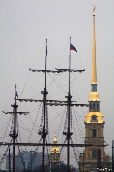 Мачты и колокольня Петропавловского собора