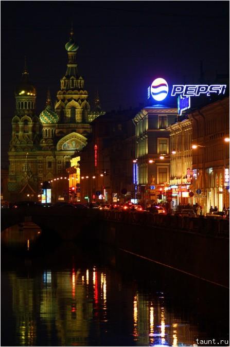 Вид на Спас-на-Крови от Банковского моста