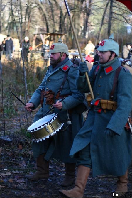 Барабан и знамя
