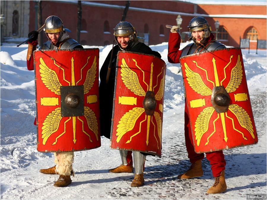 Легионеры позируют