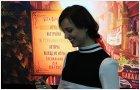 Анна Молева раздает автографы фанатам BioShock Infinite