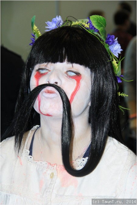 Страшная девочка с усами