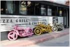 Мотоциклы перед кафе