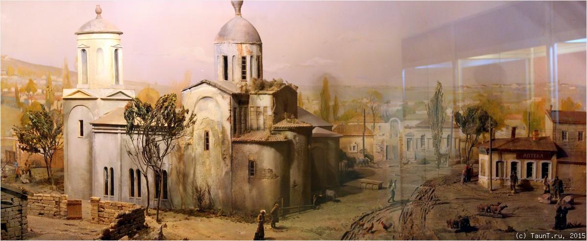 Панорама площади и храма