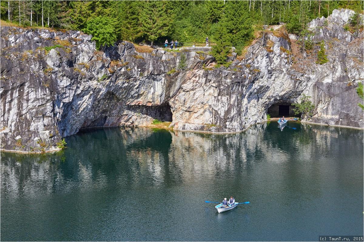 Лодки на озере